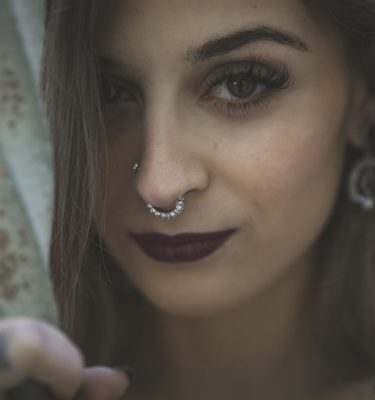 septum-brillantes-yanni-piercing